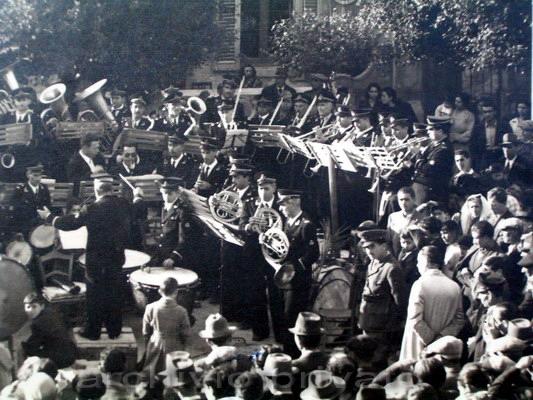 La banda di Bagnara si esibisce in piazza Marconi