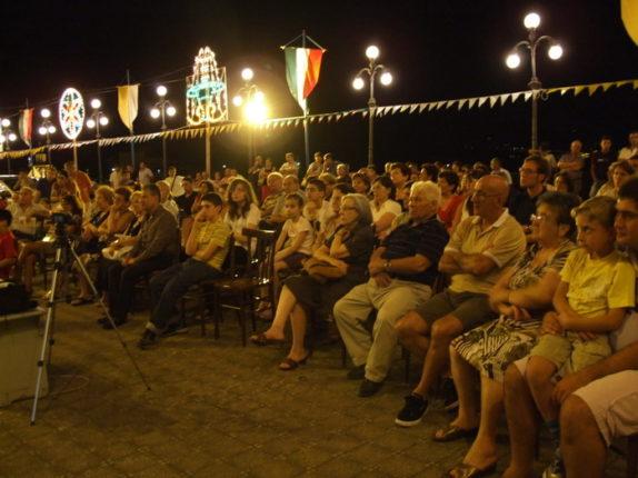 IMMAGINI E VIDEO DELLA SERATA DEDICATA ALLA PRESENTAZIONE  DEL DVD SULL'ARTE NELLA CHIESA  DELLA MADONNA DEL CARMINE  17 LUGLIO 2011