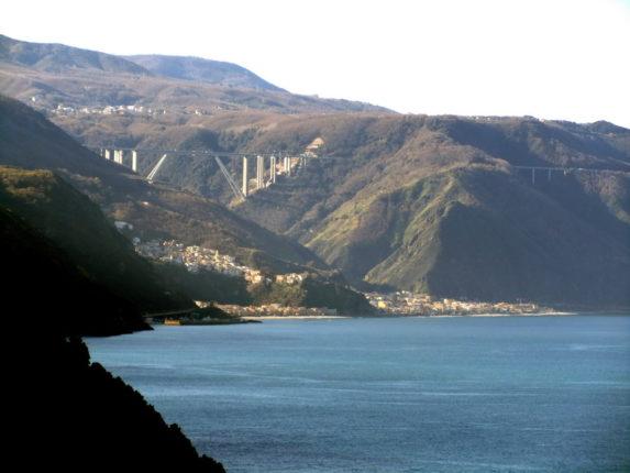 Bagnara vista da Palmi ( ottobre 2011)   (dalla curva sotto la chiesa del Soccorso)  foto di Eugenio Crea