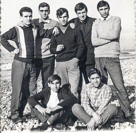 In spiaggia con: Rino Paone, Nuccio Parisio, Tripodi Vincenzo, Falvetti Angelo, Gioffrè Giuseppe, seduti Pasqualino Gioffrè e Barilà Antonio