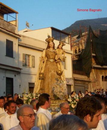 Alcune foto della processione del 16 luglio 2010  della Madonna del Carmine  di Simone Bagnato