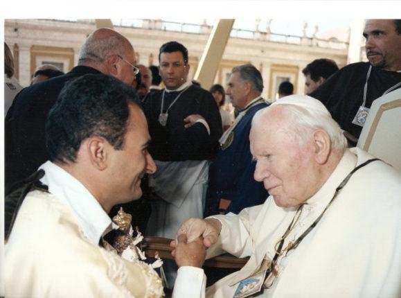 ROMA - PIAZZA SAN PIETRO   12 settembre 2001   Raduno internazionale della famiglia carmelitana  nel 750° anniversario dello Scapolare del Carmine