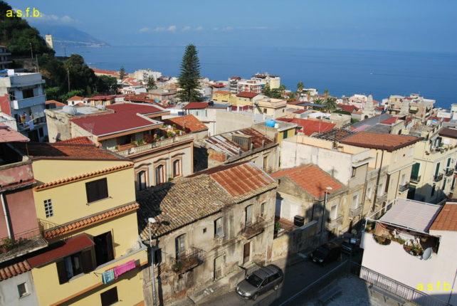 Veduta della cittadina lato sud dal campanile della chiesa del S.S. Rosario  agosto 2009