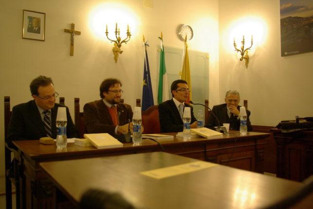 PRESENTAZIONE DEL LIBRO - LA GRAN CASA DEI RUFFO - NAPOLI 18 DICEMBRE 2011