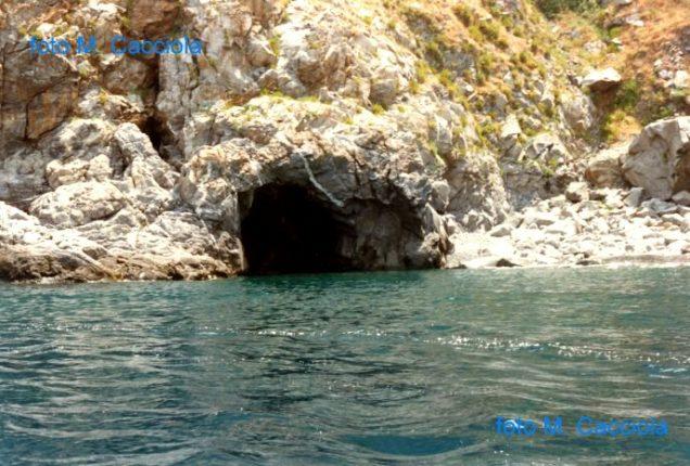 bagnara - Quello che resta della grotta del monaco La sua lenta erosione e quella di tutta la costiera