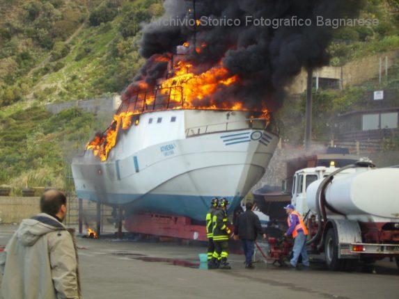 incendio al porto mimmo versace 10 novembre 2007