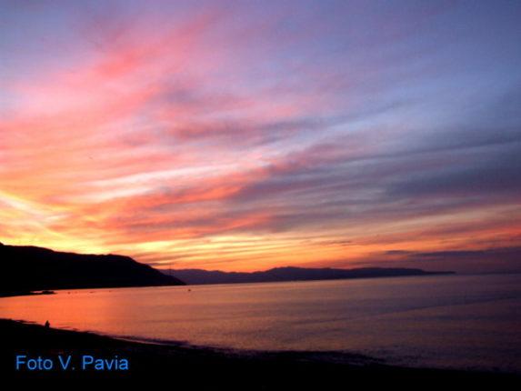 Tramonto invernale  dalla spiaggia di Bagnara       Foto di Valeria Pavia