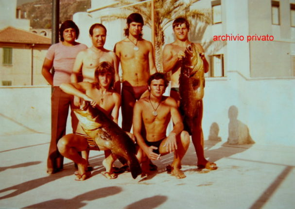 Anni 70  Istantanea di alcuni sub bagnaresi al ex lido De Forte dopo una battuta di pesca