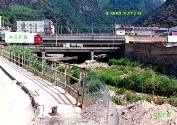 La foce del torrente Sfalassà alla fine degli anni 90