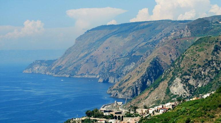 16 agosto 2009, panorama del centro storico cittadino visto dal sentiero che portava  al monastero di San Luca