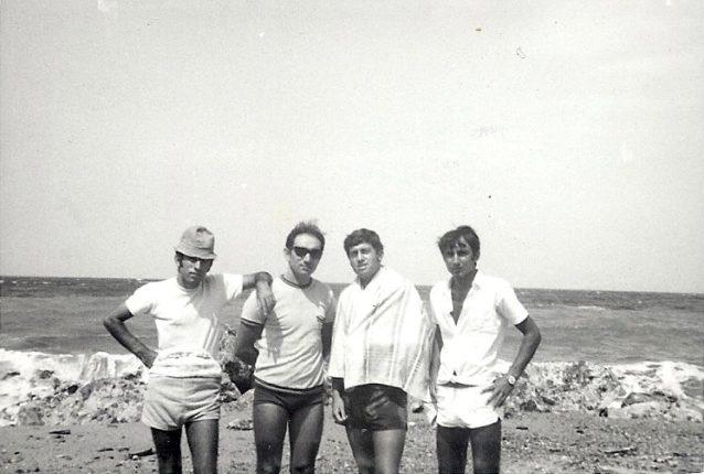 In spiagia  Ciccio Demaio, Mimmo Barbaro, Angelo Falvetti e Peppe Gioffrè