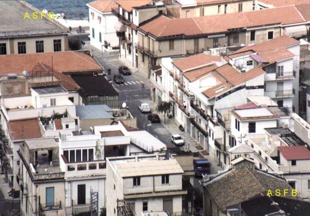 Istantanea della via SS. Pietro e Paolo dall'alto delle colline  foto fine anni 80