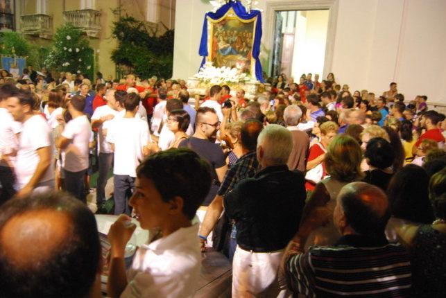 e fotografie della tappa  davanti alla chiesa dei santi Pietro e Paolo