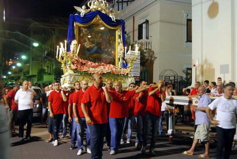 15  Agosto 2015 foto cittadine e fasi della processione S. Maria e i dodici Apostoli