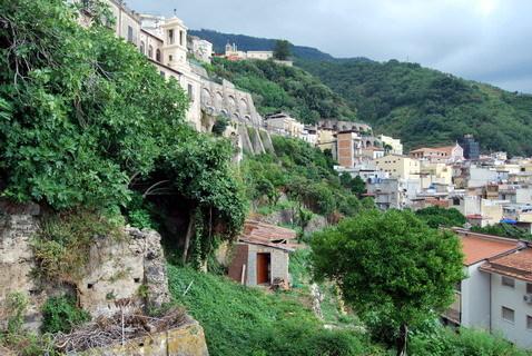 """31 luglio 2014 Dalla strada dei """"Palumbari"""" a quella della """"Galiceia""""  panorami e particolari durante una passeggiata nel vecchio centro storico"""