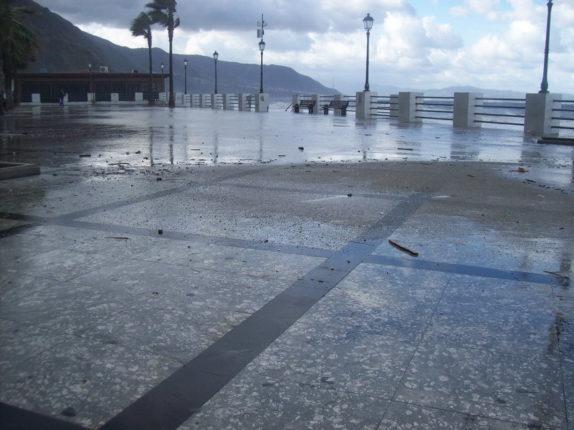 6 Gennaio 2012  -  Il mare in tempesta  foto di C. Zoccali e S. Bagnato
