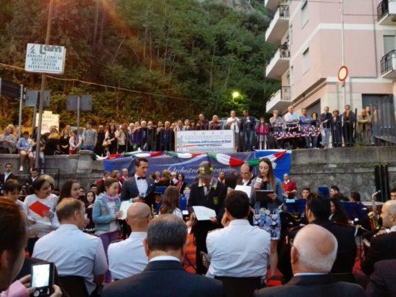 Bagnara Calabra 24 maggio 2015  in occasione della ricorrenza dei 100 anni dalla prima guerra mondiale  concerto bandistico al monumento ai caduti  orchestra giovanile di Bagnara Calabra