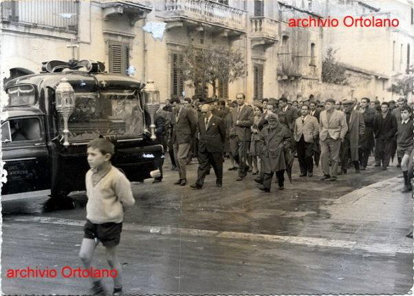 Bagnara 2 dicembre 1964  Funerali del sig. Costantino Ortolano  Si ringrazia la famiglia per la gentilezza e la collaborazione
