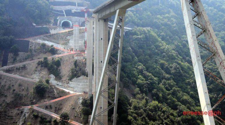 I lavori del nuovo ponte visti da vicino  foto di Saro Stillo