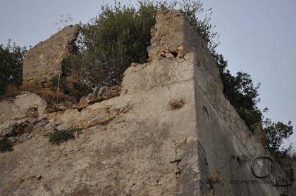 Luglio 2012  I Resti della fortezza della rupe di Marturano  a cura di R. Stillo
