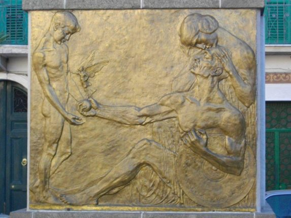 Il monumento ai caduti  foto di Giuliana Villari e Rosario Stillo