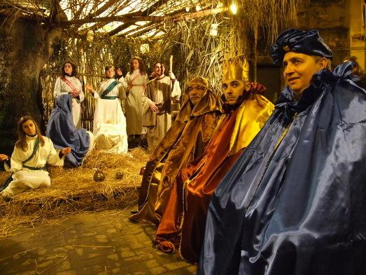 """CERAMIDA PRESEPE VIVENTE 2010  TRA CULTURA E TRADIZIONI POPOLARI  """"l'alba di Ceramida""""  foto di Camelo Pavia"""