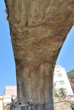 Bagnara - agosto 2012  Gli archi del ponte sullo Sfalassà dove passa la statale 18