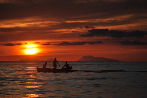 Dalla spiaggia di Bagnara Calabra  Sequenza del calar del sole del 16 agosto 2016