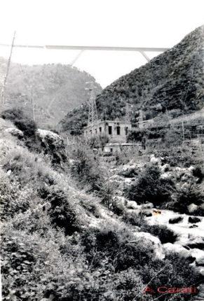 Lo Sfalassà negli anni settanta  la centrale elettrica   istantanea di A. Carati
