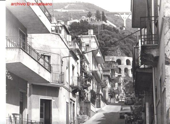 Uno scorcio tra i rioni Canneto e Arangiara alla fine degli anni 70  foto di Mimmo Brancatisano