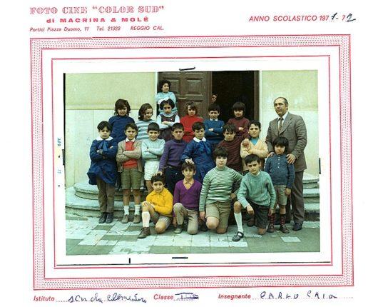 Il maestro Carlo Caia  con la sua classe di terza elementare  nell'anno scolastico 1971/72