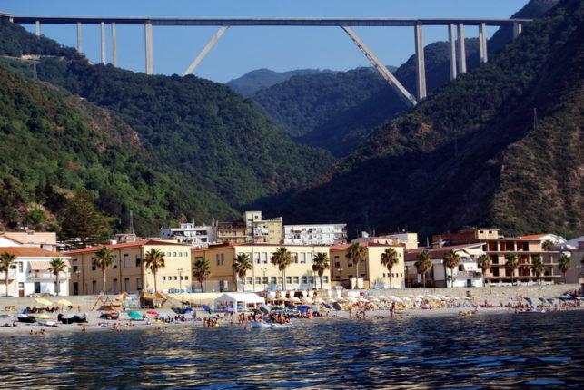 Il ponte Sfalassà visto dal mare  28 luglio 2013