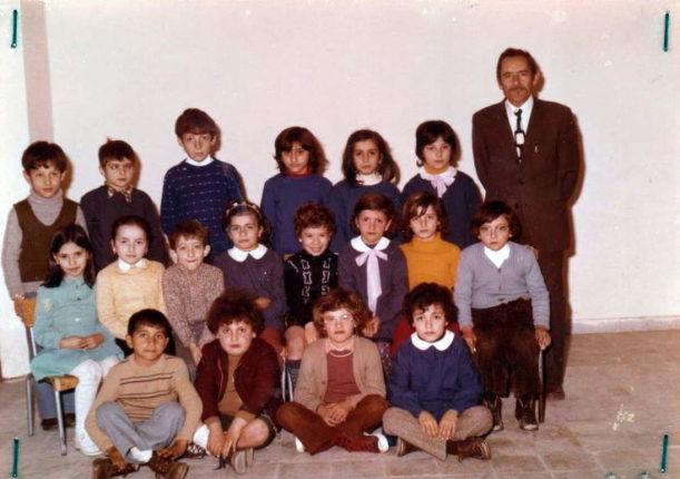 IL MAESTRO ELEMENTARE DOMENICO CONTI E LA SUA CLASSE  NELL'ANNO SCOLASTICO  1973/74
