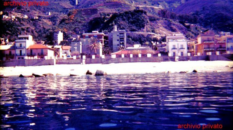 Bagnara vista dal mare alla fine anni 80, la piazza ex lido e il tetto della vecchia pro loco