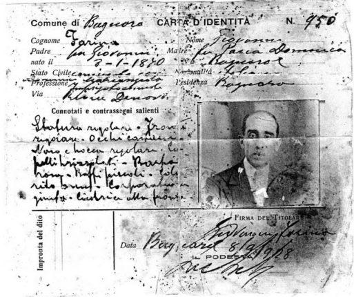 La Carta d'identità del sig. Farina Giovanni del 1928  firmata dal podestà Antonio De leo  ricerca di Carmelo Pavia