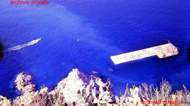 La costruzione del porto  una ripresa dall'alto della cima del Capo