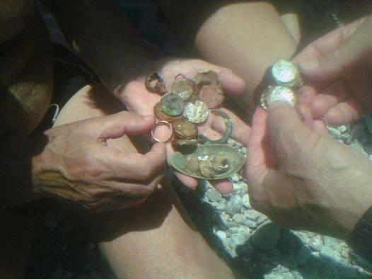 In località Canale dietro il quinto scoglio ancora un ritrovamento  Ritrovate ieri nel mare di  Bagnara alcune monete e medagliette attualmente in fase di pulitura.  si ringrazia Domenico Pirrotta per la tempestiva notizia
