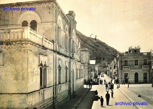 Anni 30  Un vecchia immagine del municipio ed il corso V. Emanuele II