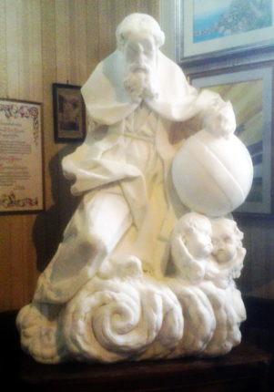 Restaurata e collocata all'interno dei locali della sacrestia della chiesa del SS. Rosario  L'antica statua del Padre Eterno