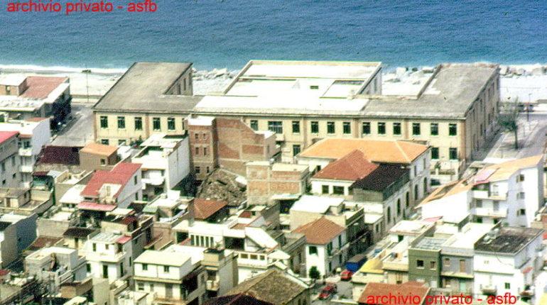 Le scuole elementari del centro in due istantanee (1990 e 2013)