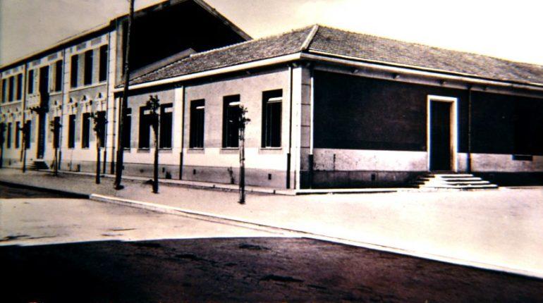 Le scuole elementari. Tra le prime costruzioni pubbliche edificate sul corso Vittorio Emanuele II ci furono le scuole elementari. La loro costruzione avvenne tra il 1931 e 32