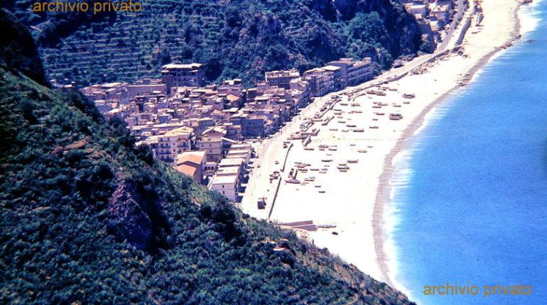 Uno scorcio di Marinella visto dalla costiera negli anni 80