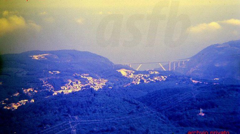 Solano ed il ponte autostradale visti dall'Aspromonte.  Metà anni 80