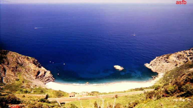 """Le spiagge di """"Cala Iancuja"""" e del Leone  in due istantanee degli anni 80  foto di Gianni Saffioti"""
