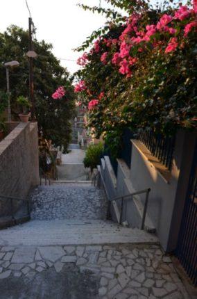 La bella scalinata del rione De Nava, ex rione Pavia  foto di C. Versace del 2013
