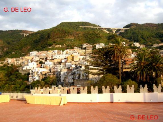 Porelli vista dal Castello  Veduta dalla terrazza del castello ducale dei Ruffo  foto di Giampaolo De Leo del 2008