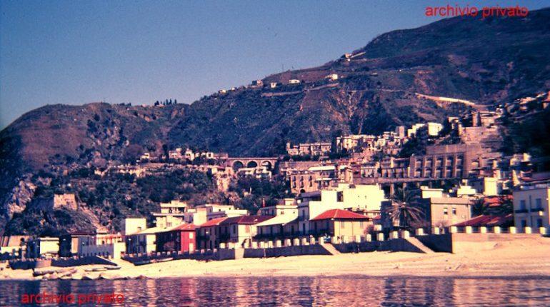 Panoramica del centro storico  ripresa dal mare alla fine degli anni 80