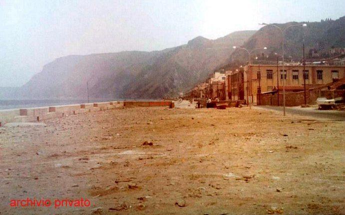 """Foto anni 80  Veduta dal """"muntarozzo"""" in trasformazione dell'estremo sud del viale F. Turati"""