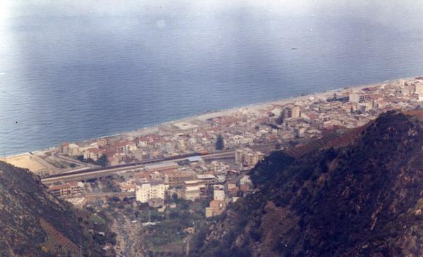 Anni 80  Panoramiche dal ponte autostradale sullo Sfalassà  foto di Mimmo Villari