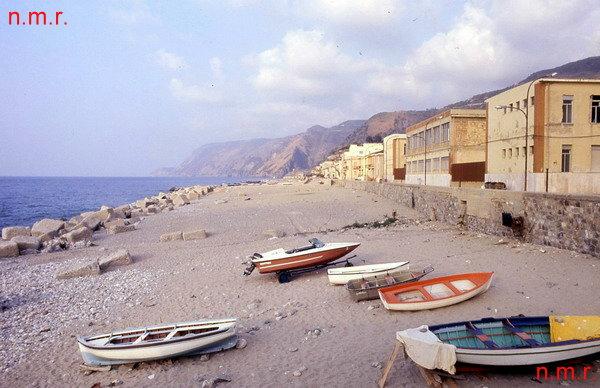 """La spiaggia vista dal """"muntarozzo""""  foto anni 90"""
